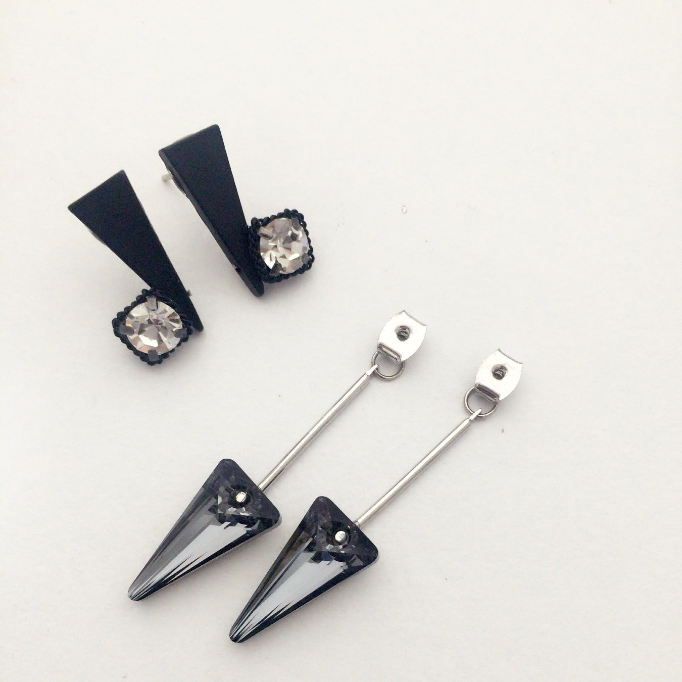 【 UNSEABLE 】Solited Earrings Black