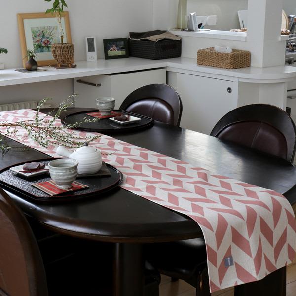 テーブルランナー ピンク オフホワイト フェザー