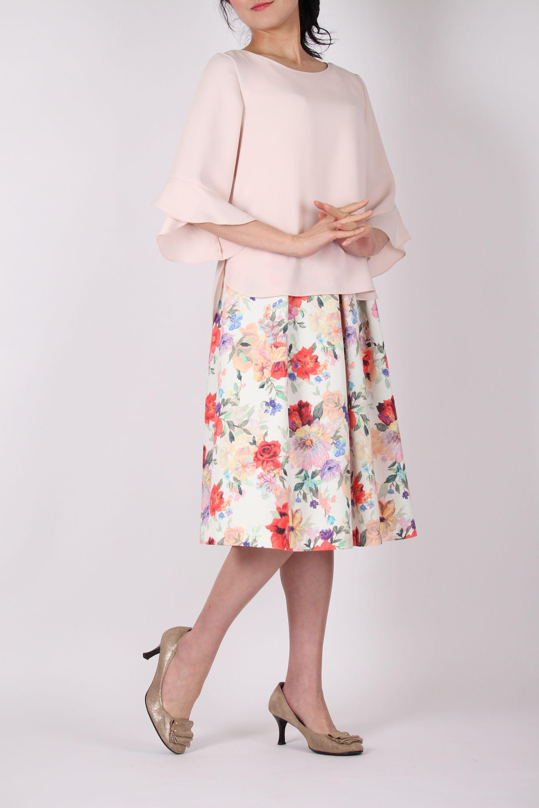 桜色のフレア袖ブラウス