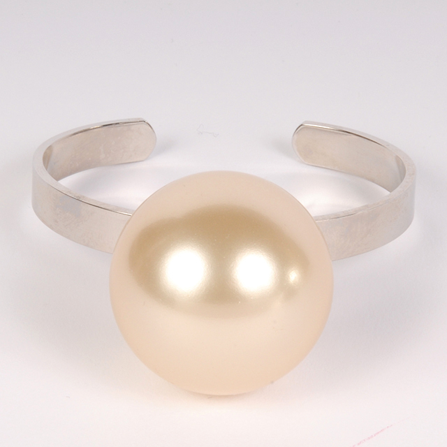 df19SM-J25 PEARL BANGLE
