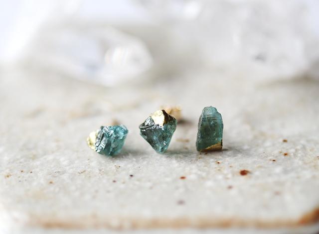 原石アクアマリンの金継ぎプチピアス