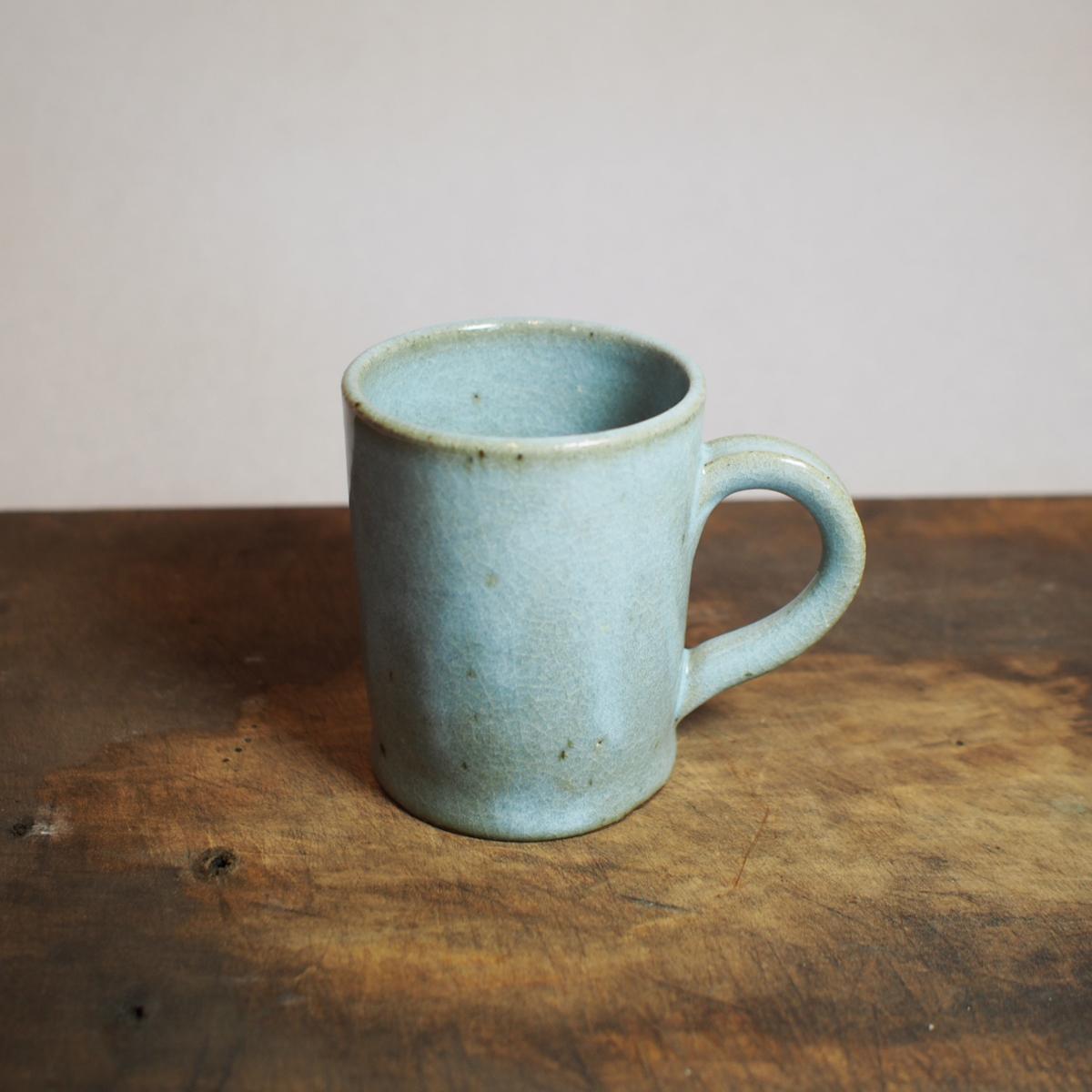 淡い水色のマグカップ。200ml