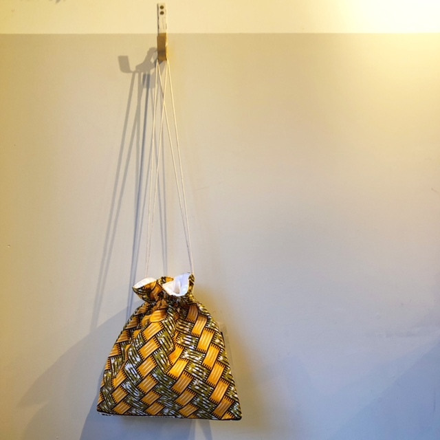 ハナニミズヲ アフリカンバティック巾着BAG