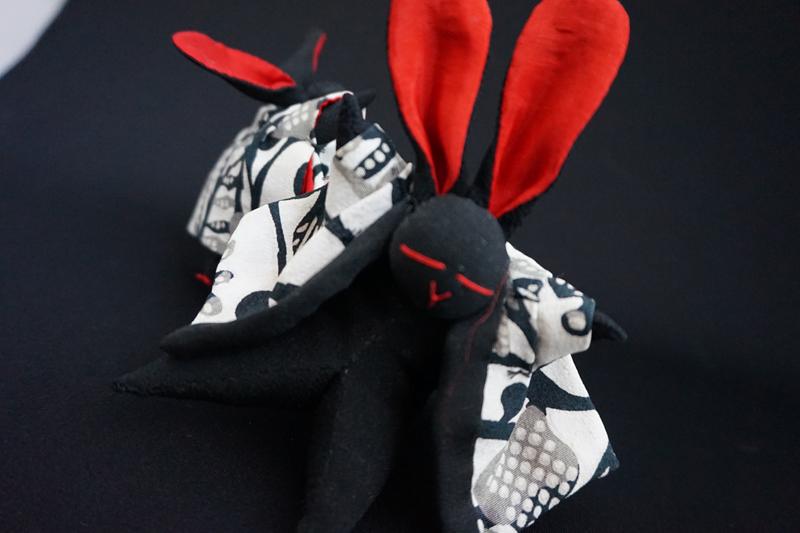 着物、和服の古布人形「どてらうさぎ」黒B - 画像1