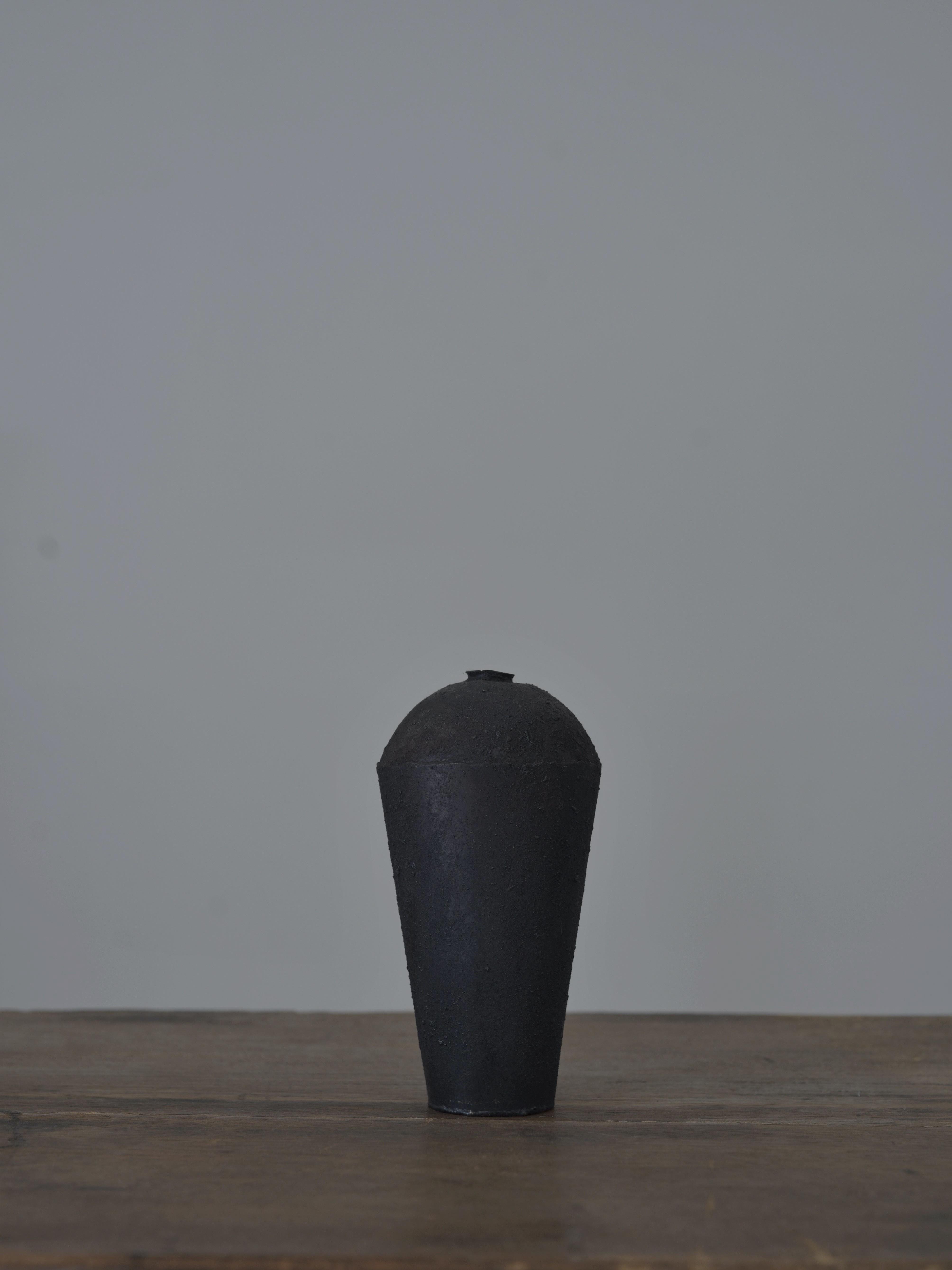 大山求 黒錆花器