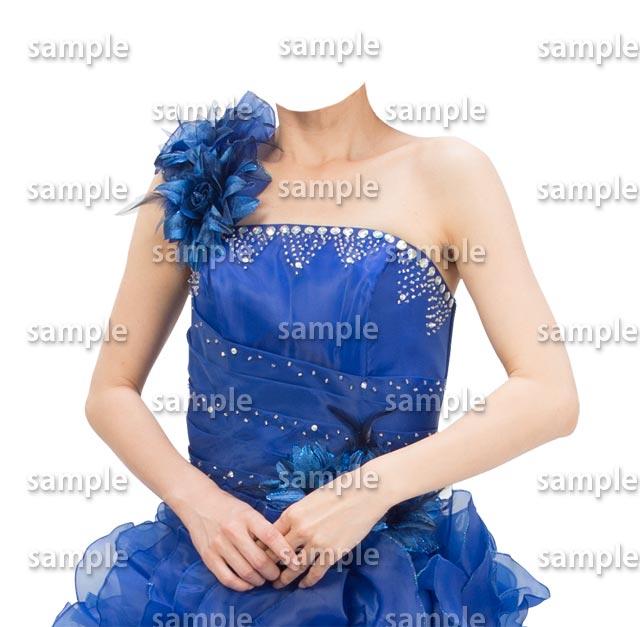 女性青いドレス斜めA