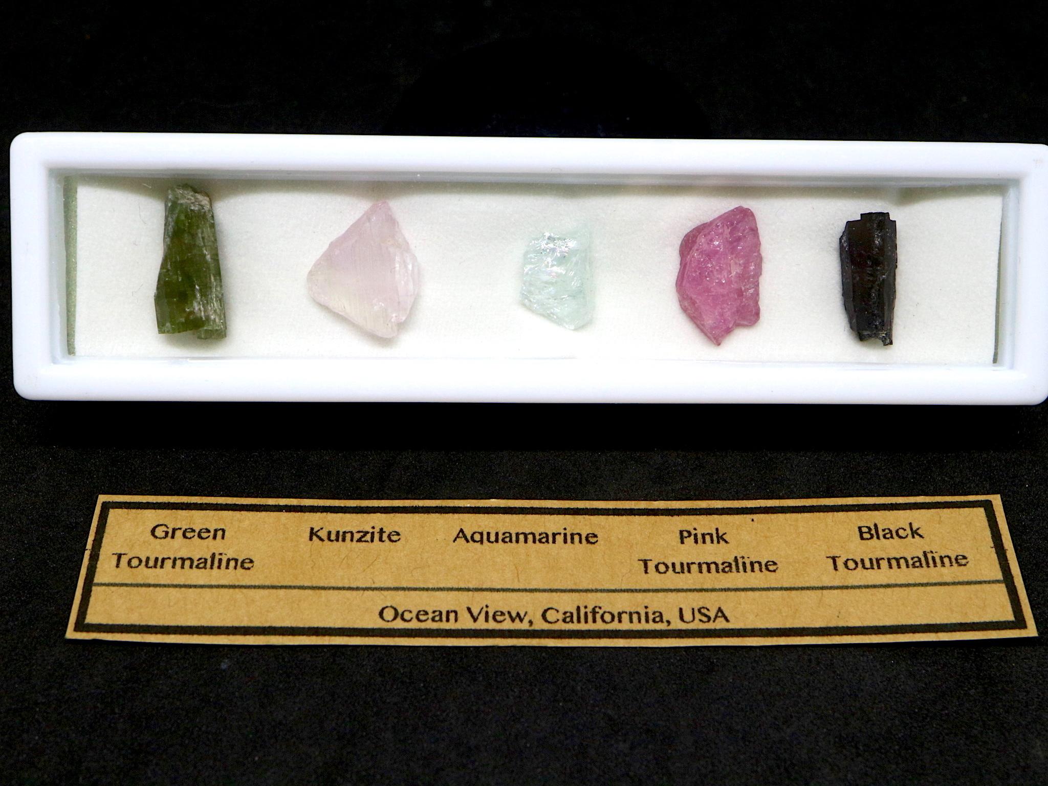 【鉱物標本セット】カリフォルニア産 原石#2 T081 ピンクトルマリン/クンツァイト/アクアマリン/グリーントルマリン/ブラックトルマリン
