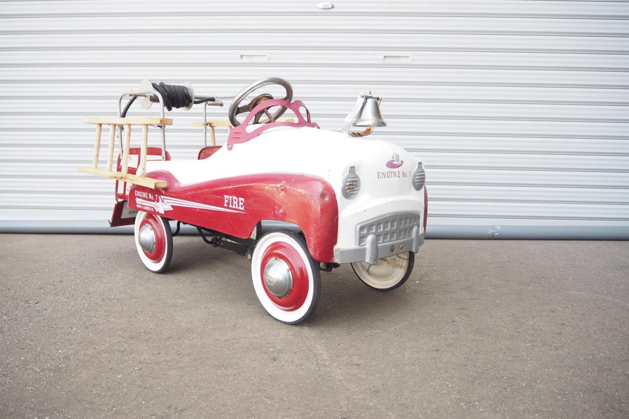 品番2602 1960年代ショーで展示された四輪脚こぎ消防車カート