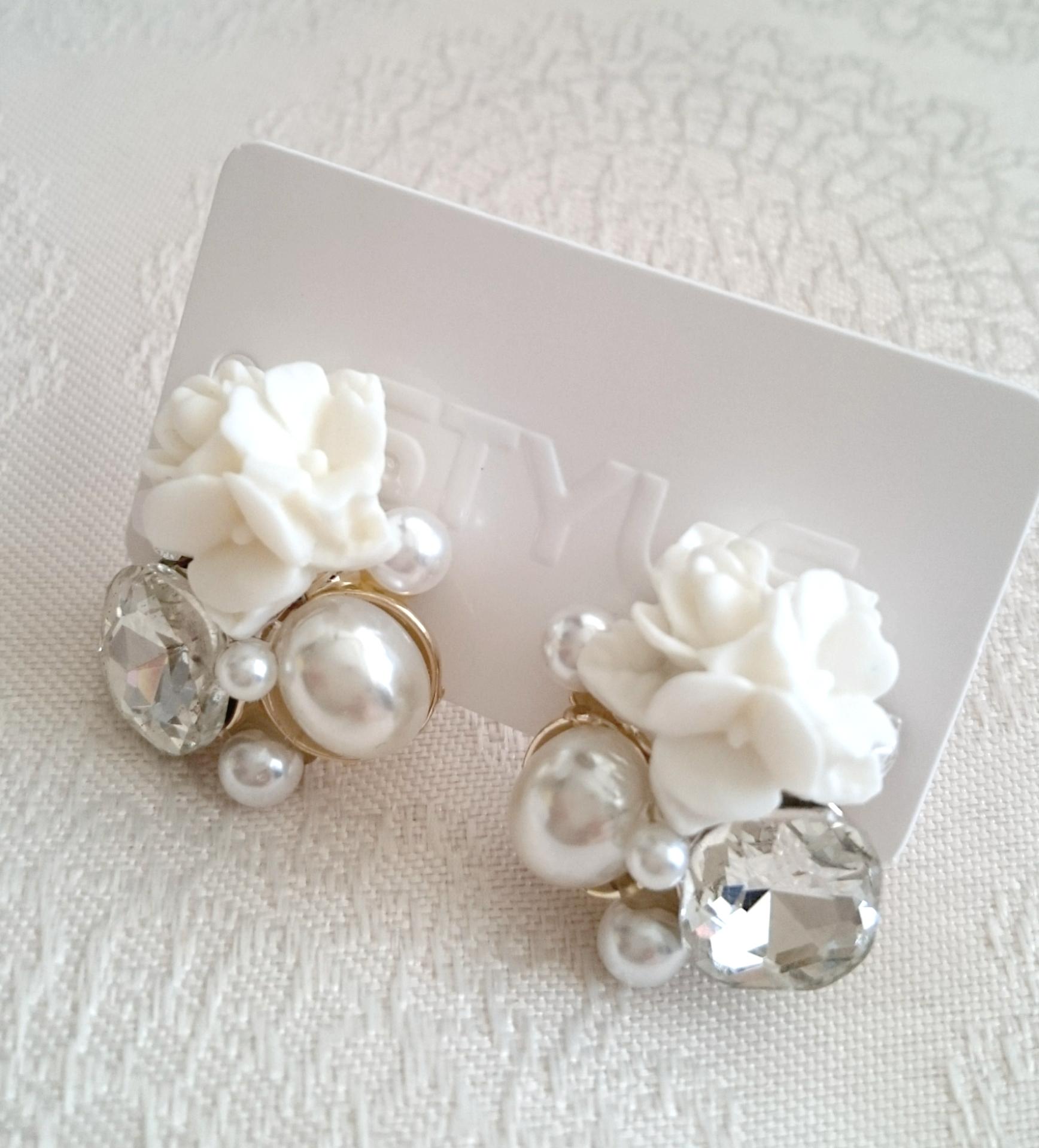 パールとお花のかわいいイヤリング