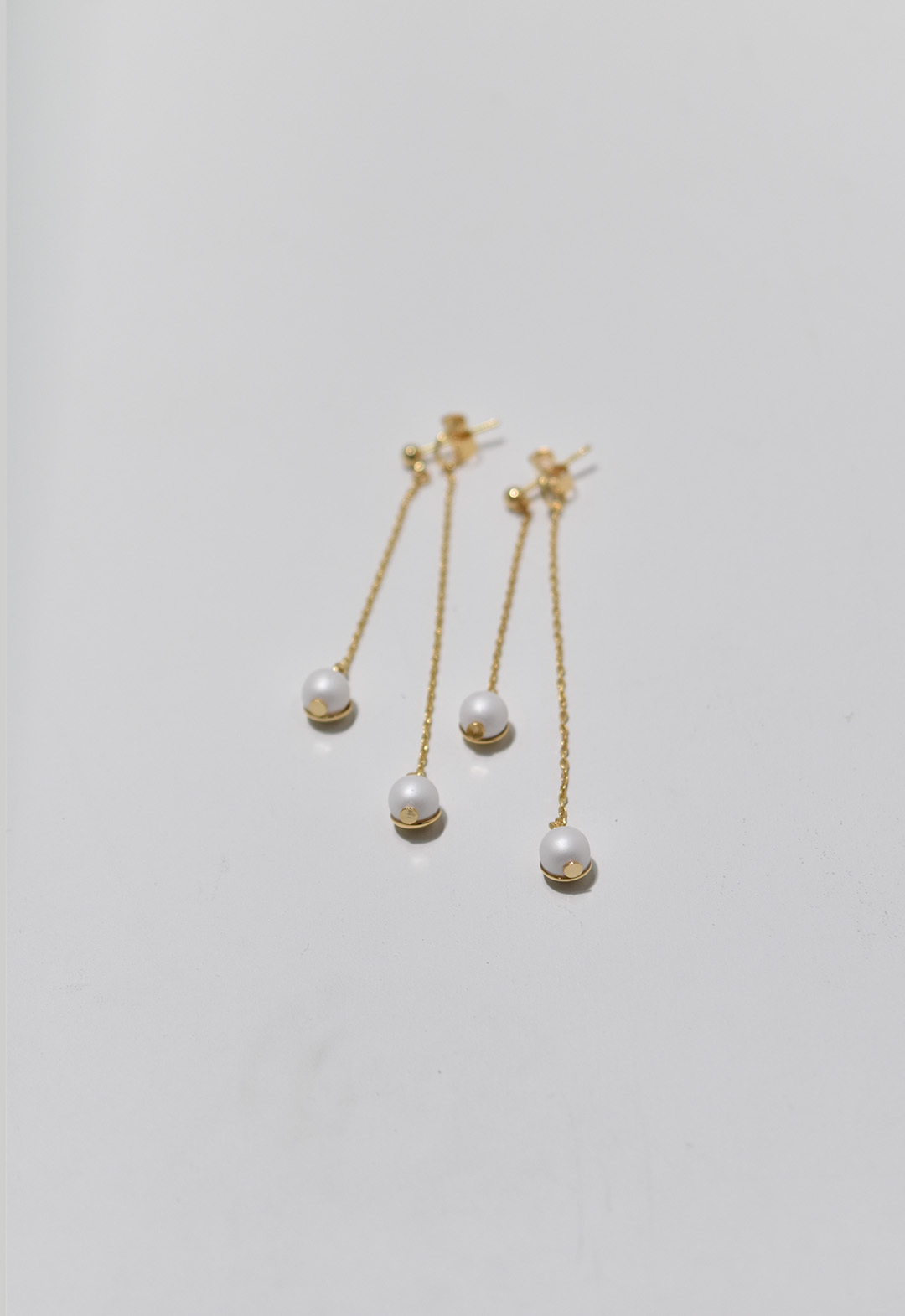 Acorn pearl pierce White