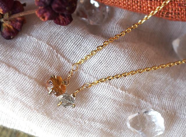 原石のオレンジサファイアとダイヤモンドクォーツのネックレス