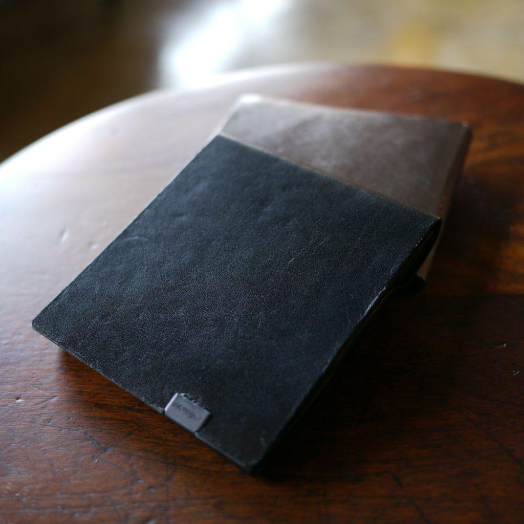 定番カラーにアクセントを。-Bolero-ブラック×シルバー ポケットサイズのショートウォレット2.0<二つ折り財布2.0>