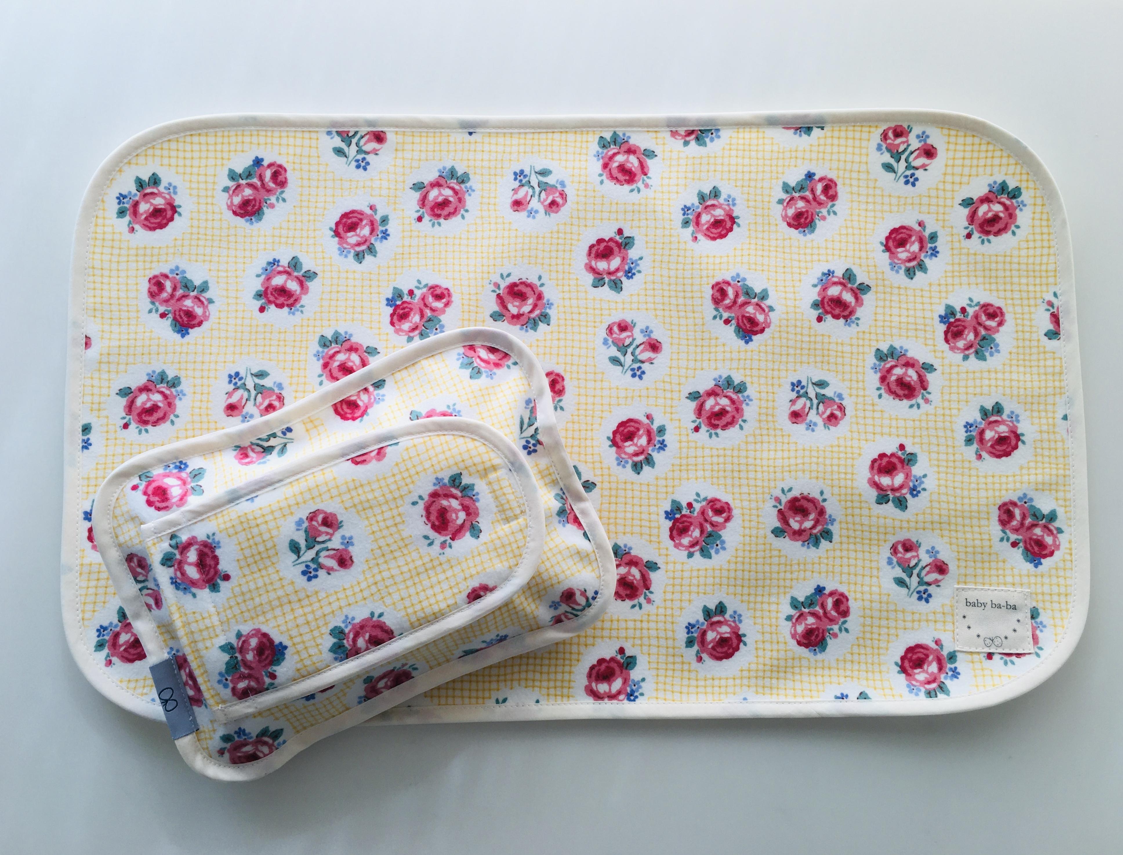 おむつ替えシートと布製のおしりふきケースお揃いセット・黄色花柄