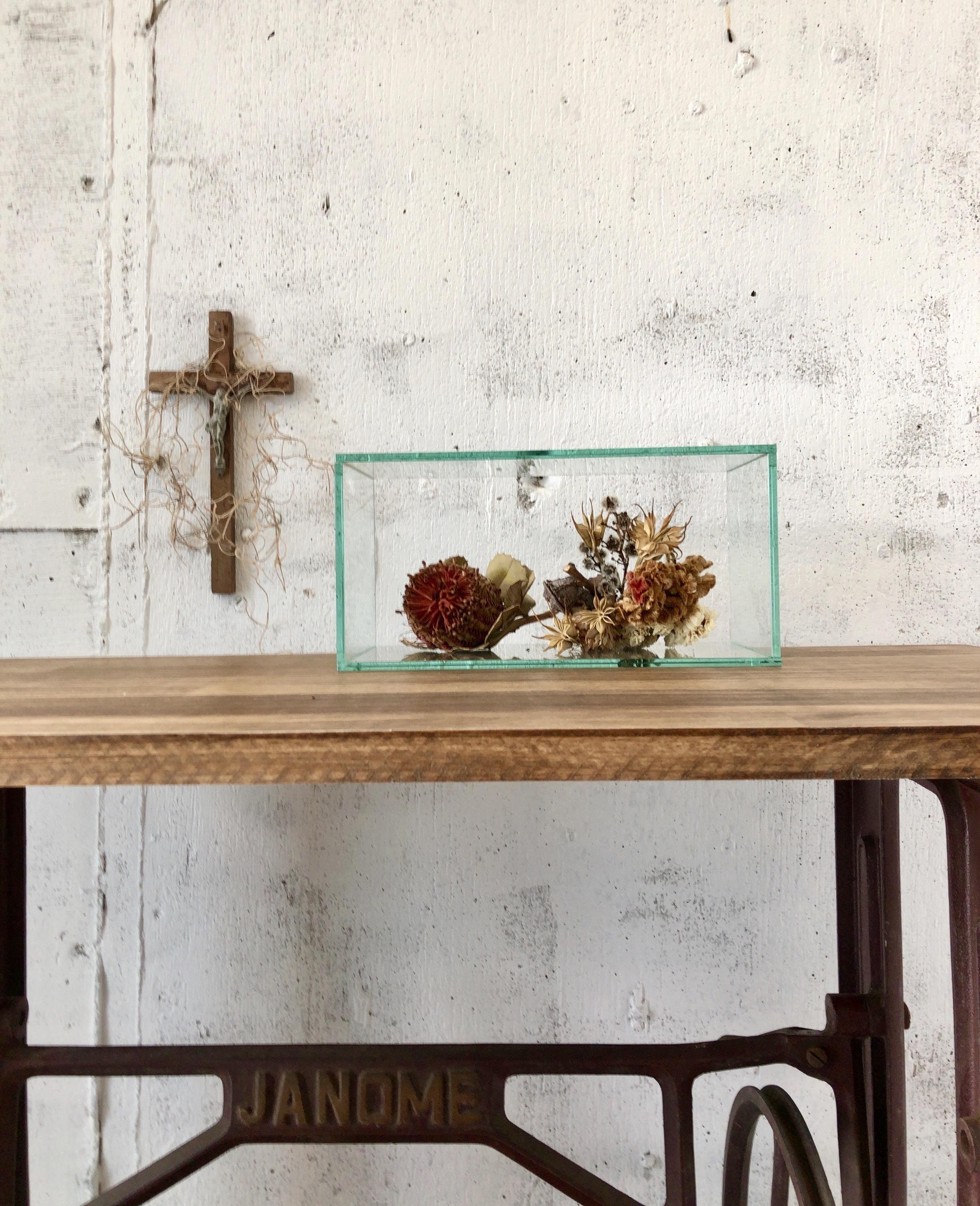 ガラスの飾り台[古家具]