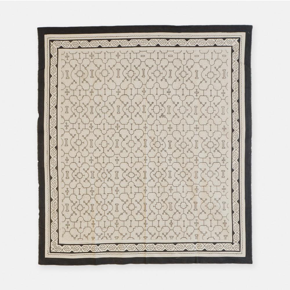 S019 SHIPIBO TEXTILES シピボ族の泥染めの布 白 1520×1380mm