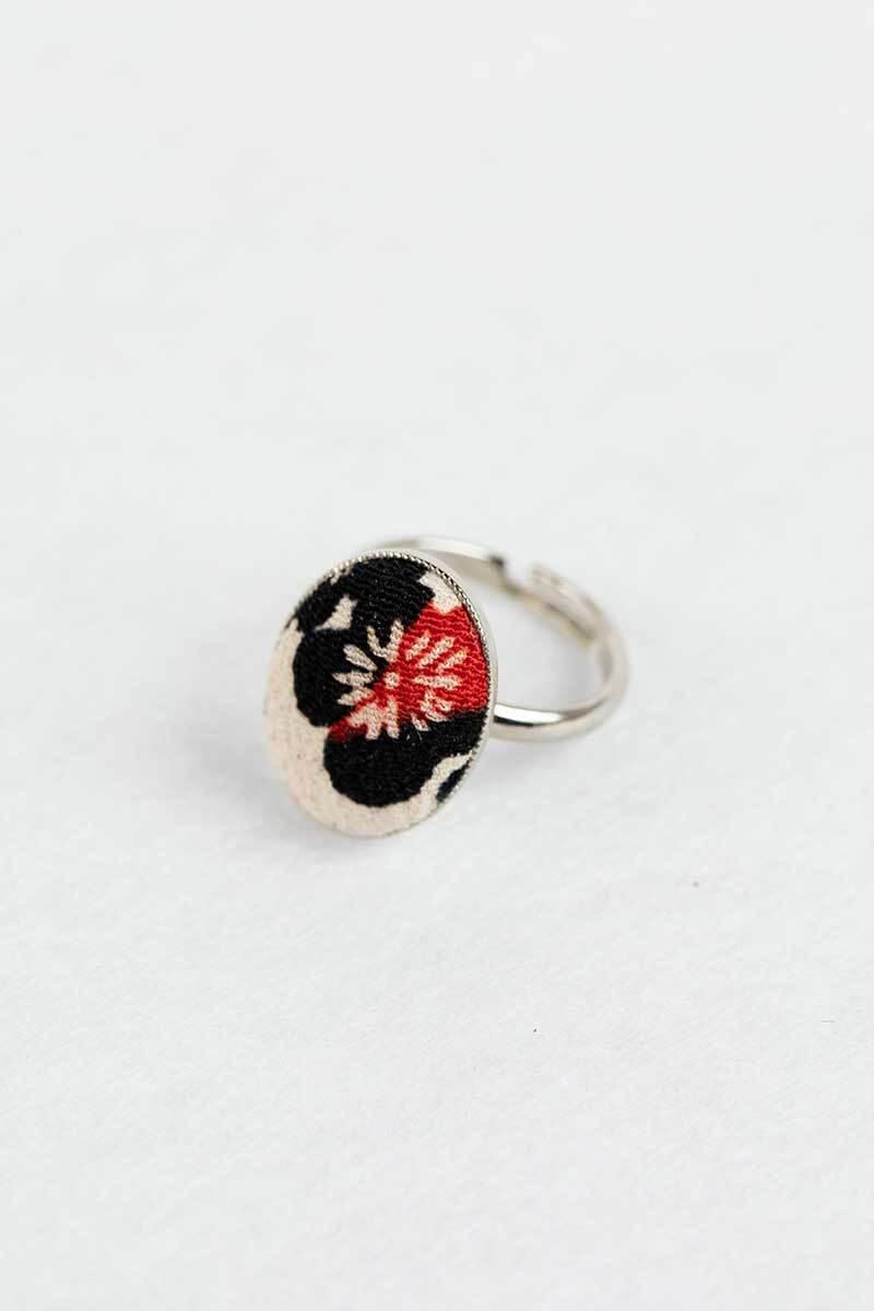 梅模様のリング 白黒赤