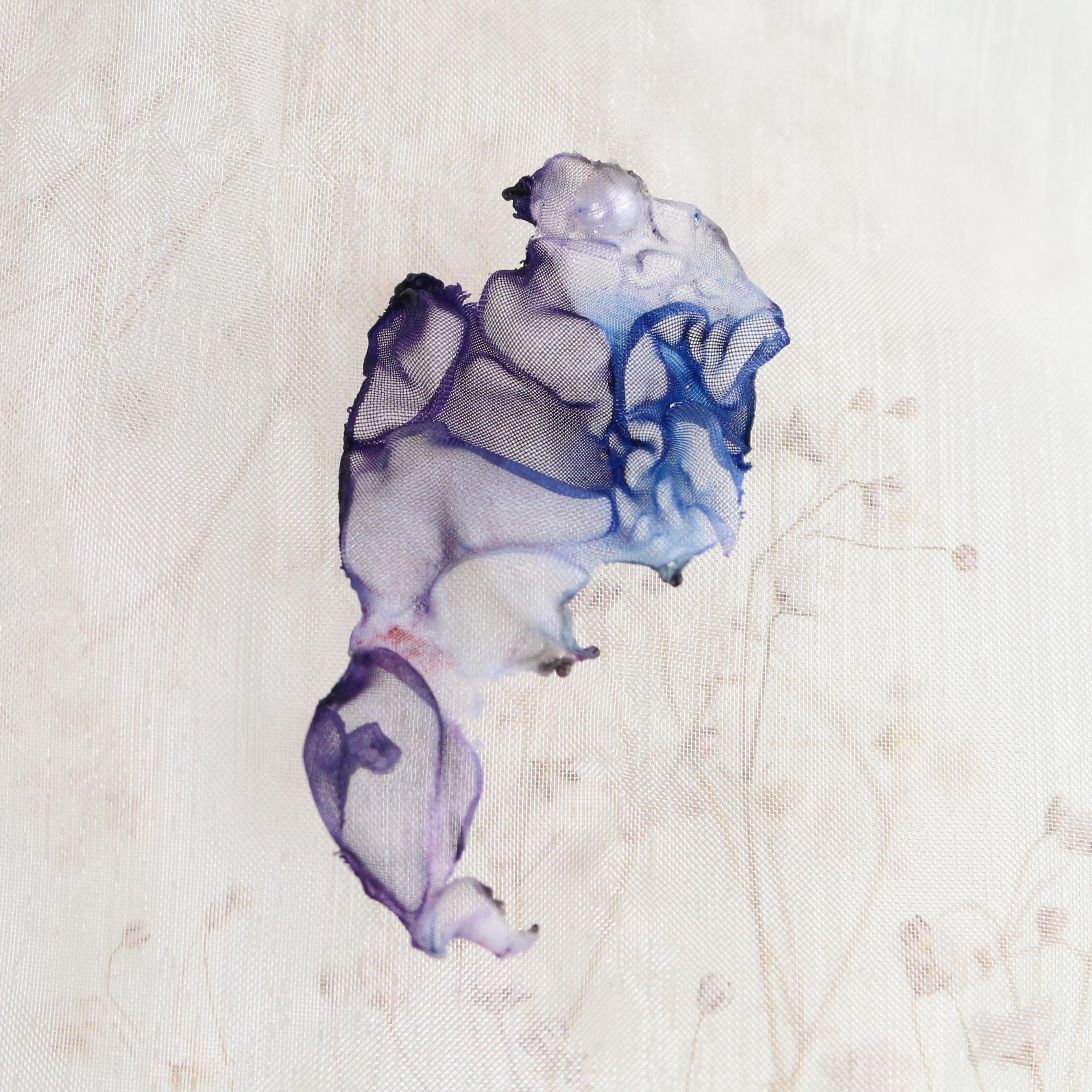 手染めオーガンジーの片耳ピアス|青紫