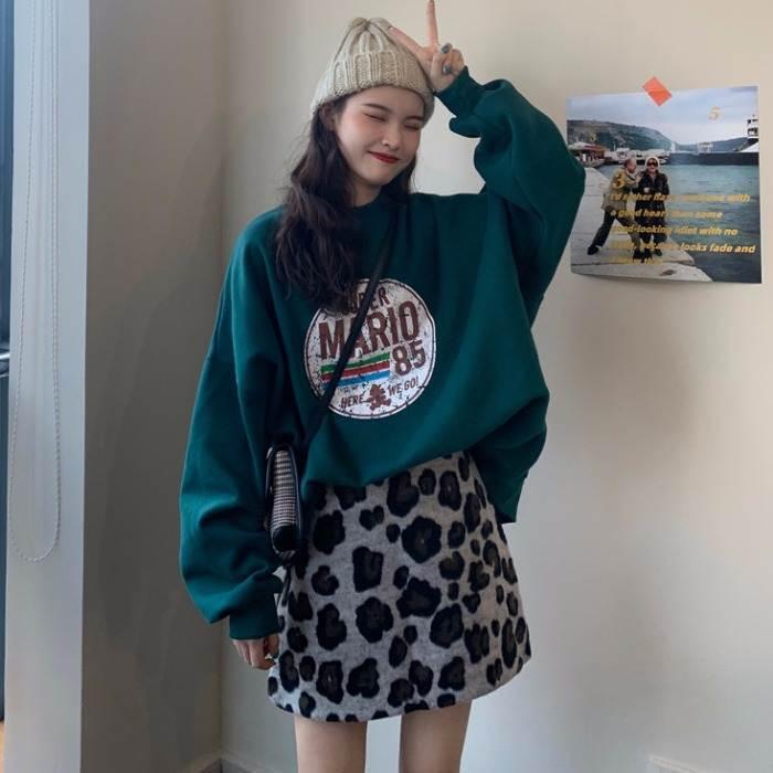 【送料無料】 この冬おすすめのカジュアルコーデ♡ 古着風 プリント プルオーバー トップス × レオパード柄 ミニスカート