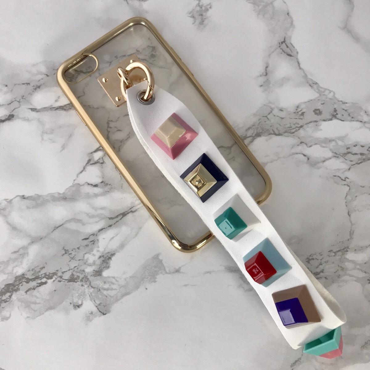 【送料無料】縁ゴールドのソフトケース&レインボースタッズ ストラップ  iPhoneケース