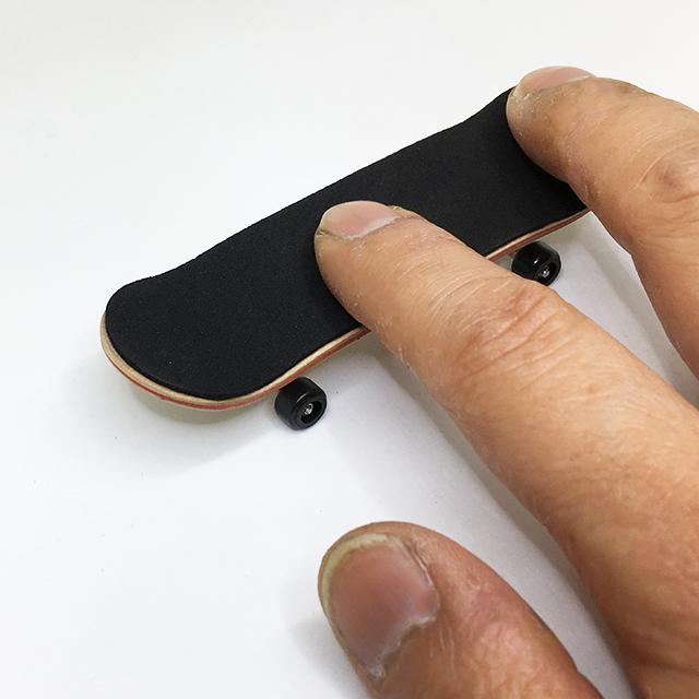 Burning finger skateboard No,1