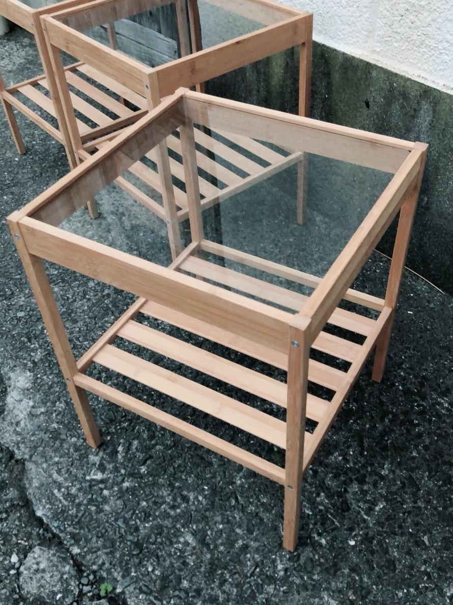 早いもの勝ちだよ。 天板ガラスの竹材ミニテーブル。