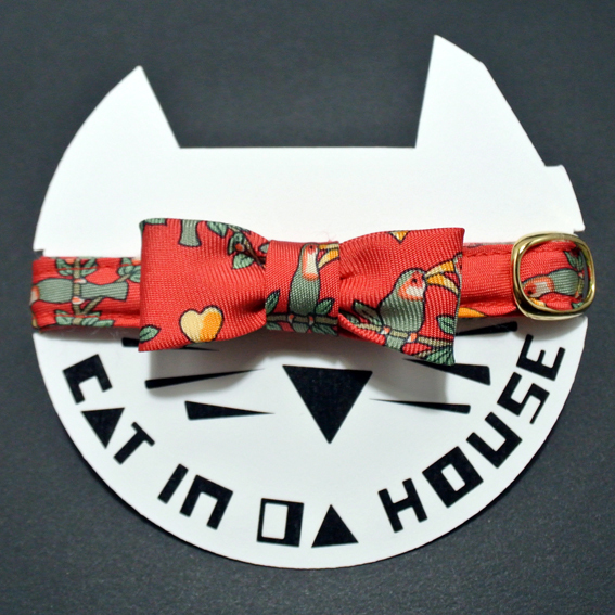 cat's collar vintage printed fabric  903