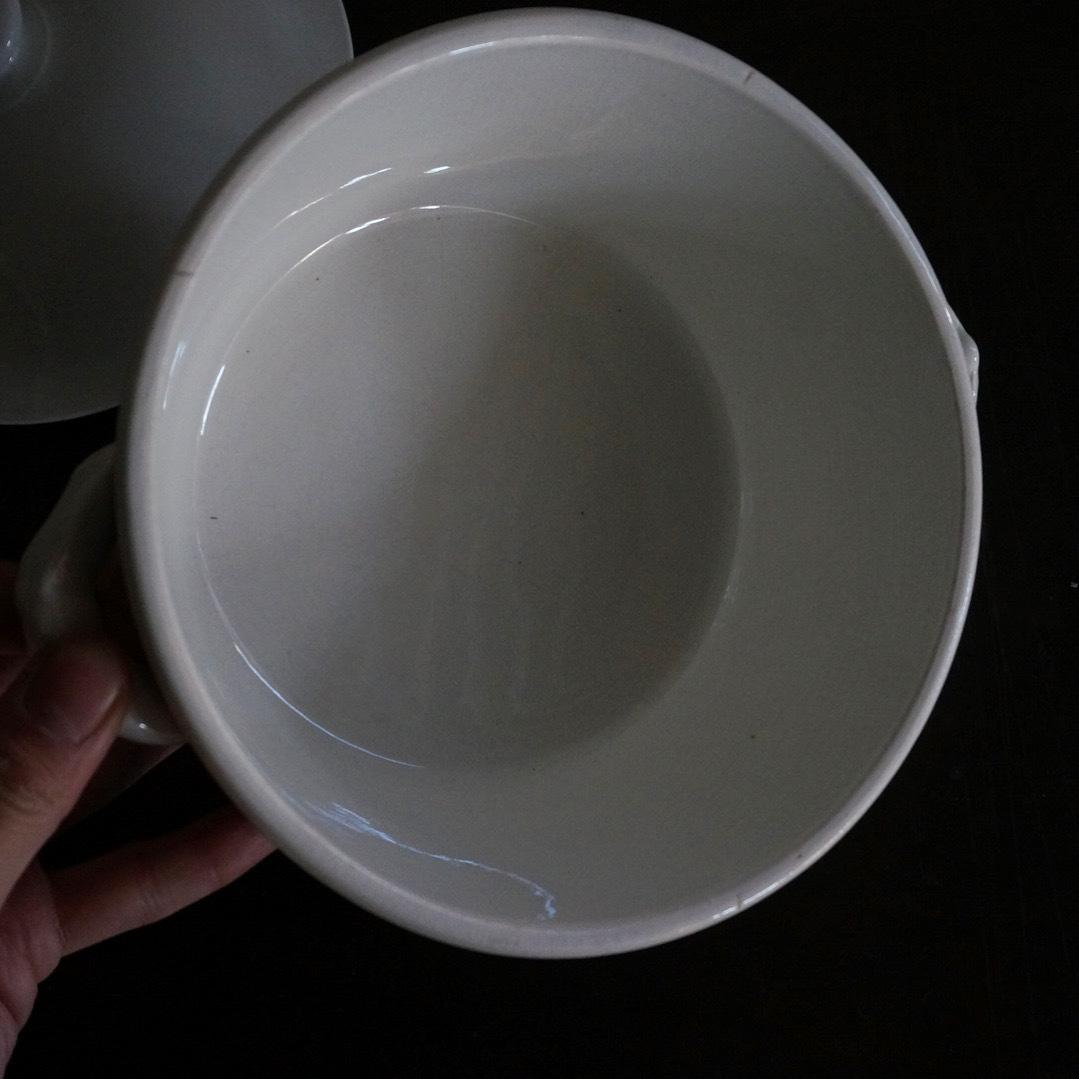 古いフランス陶器のスーピエール