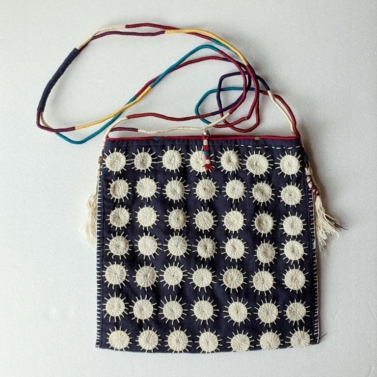 チェンマイ ヤオ族手刺繍ハンドメイドショルダーバッグ 太陽か花か