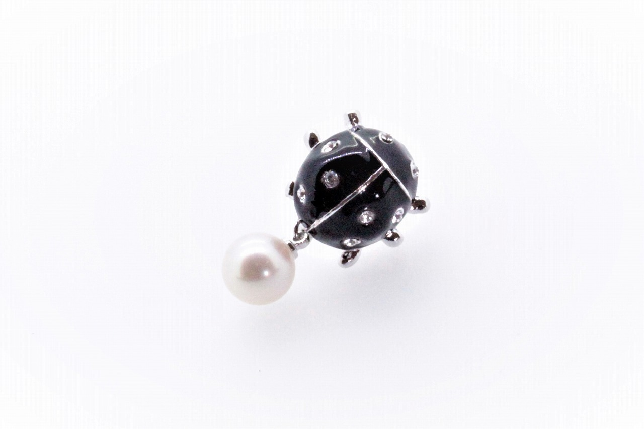アコヤ真珠 ピンブローチ〈テントウムシ〉ブラック