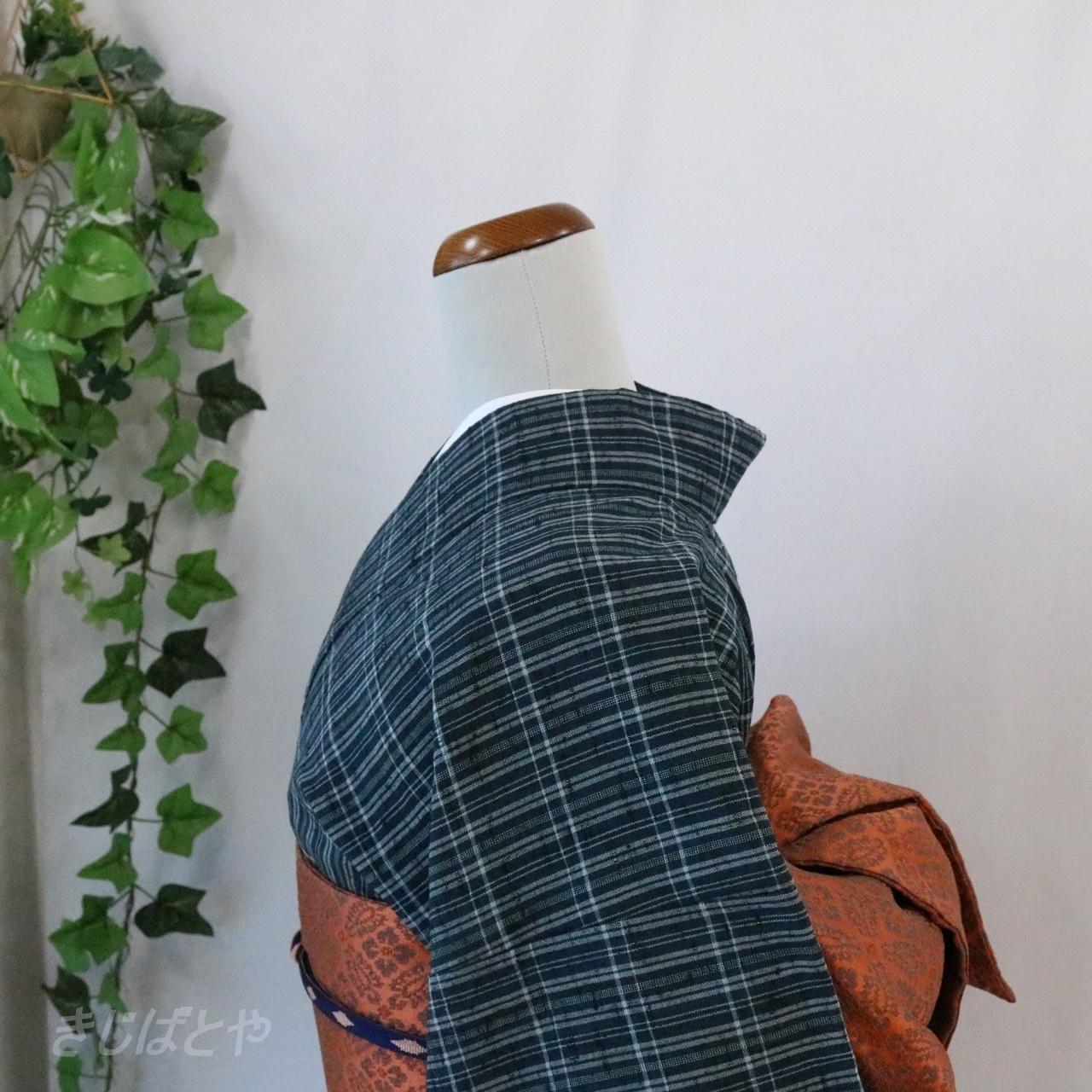 綿ウール 鉄紺に格子の単衣