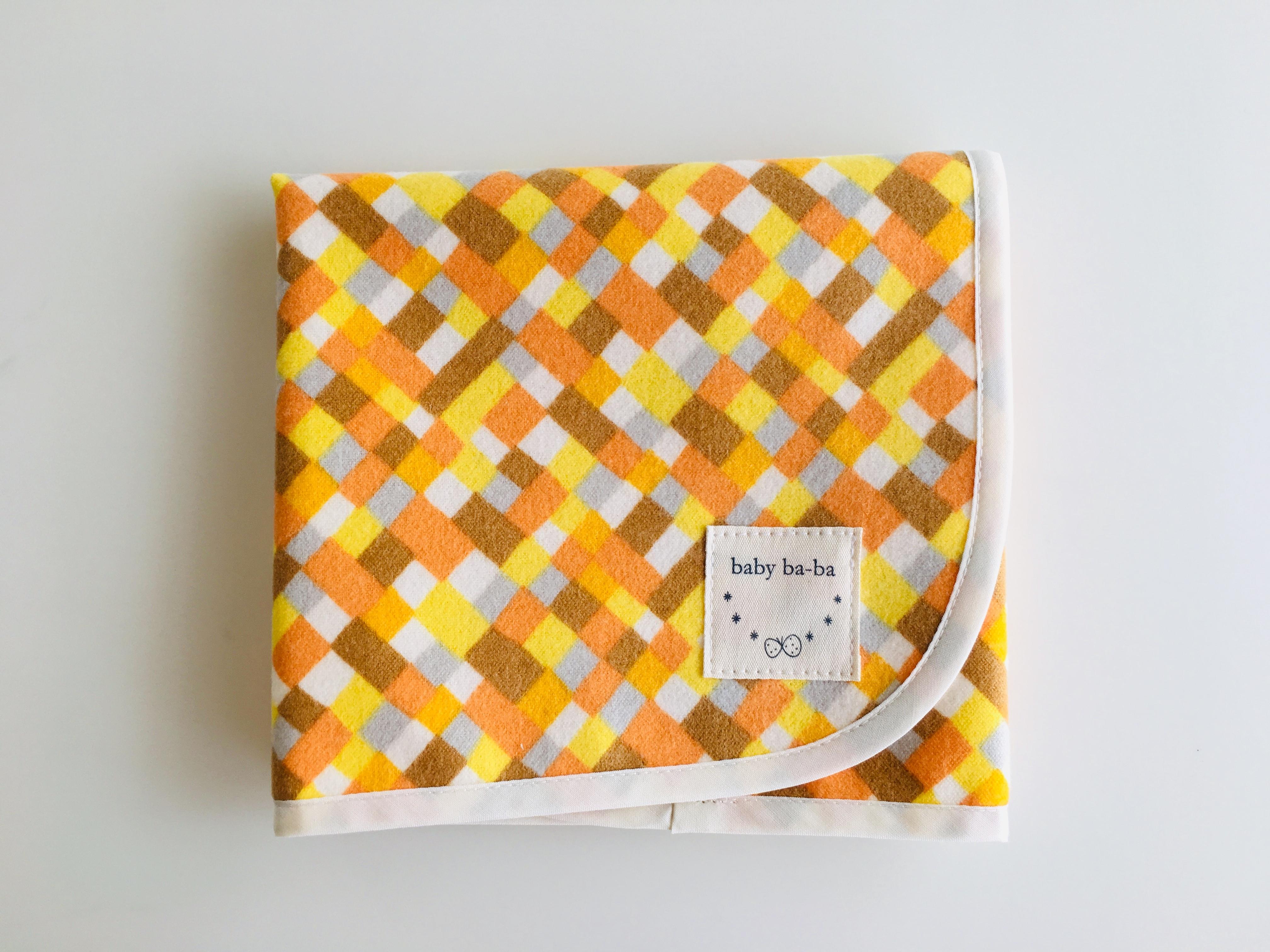 オレンジモザイクのおむつ替えシート
