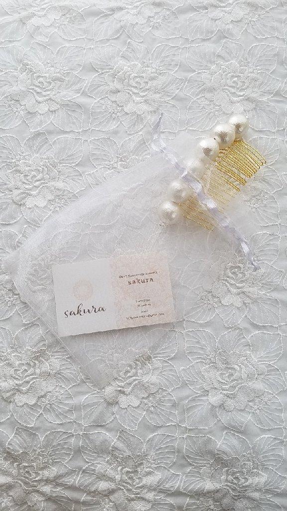 白い紫陽花のイヤリングとピアスの「イヤリング」