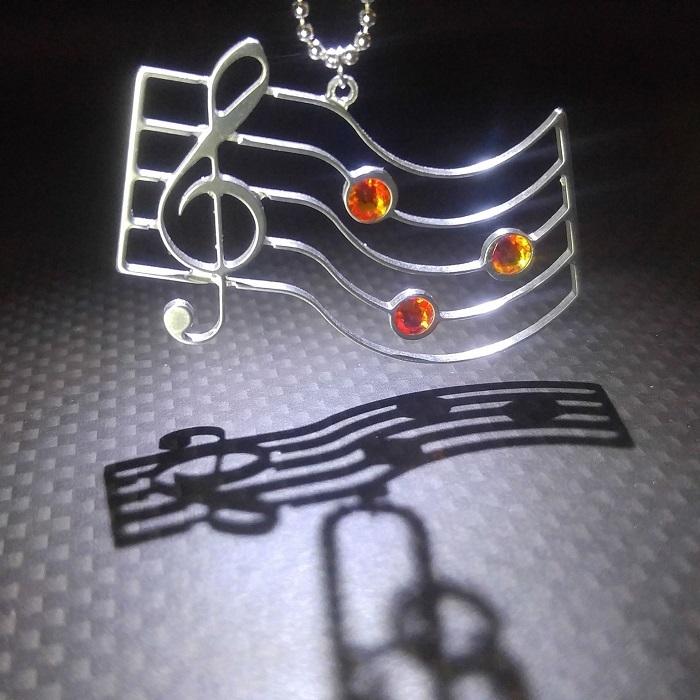 【音符&五線譜ネックレス】スワロフスキー付 / プレゼントとしてもおしゃれ