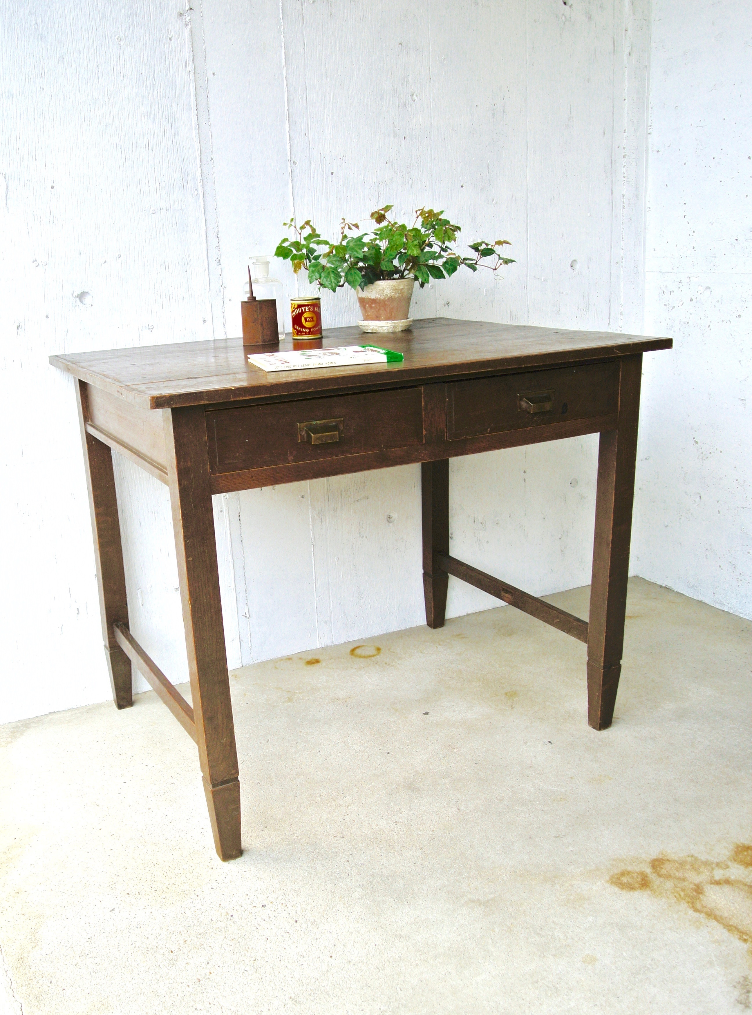 レトロな濃い木味のテーブル[古家具]