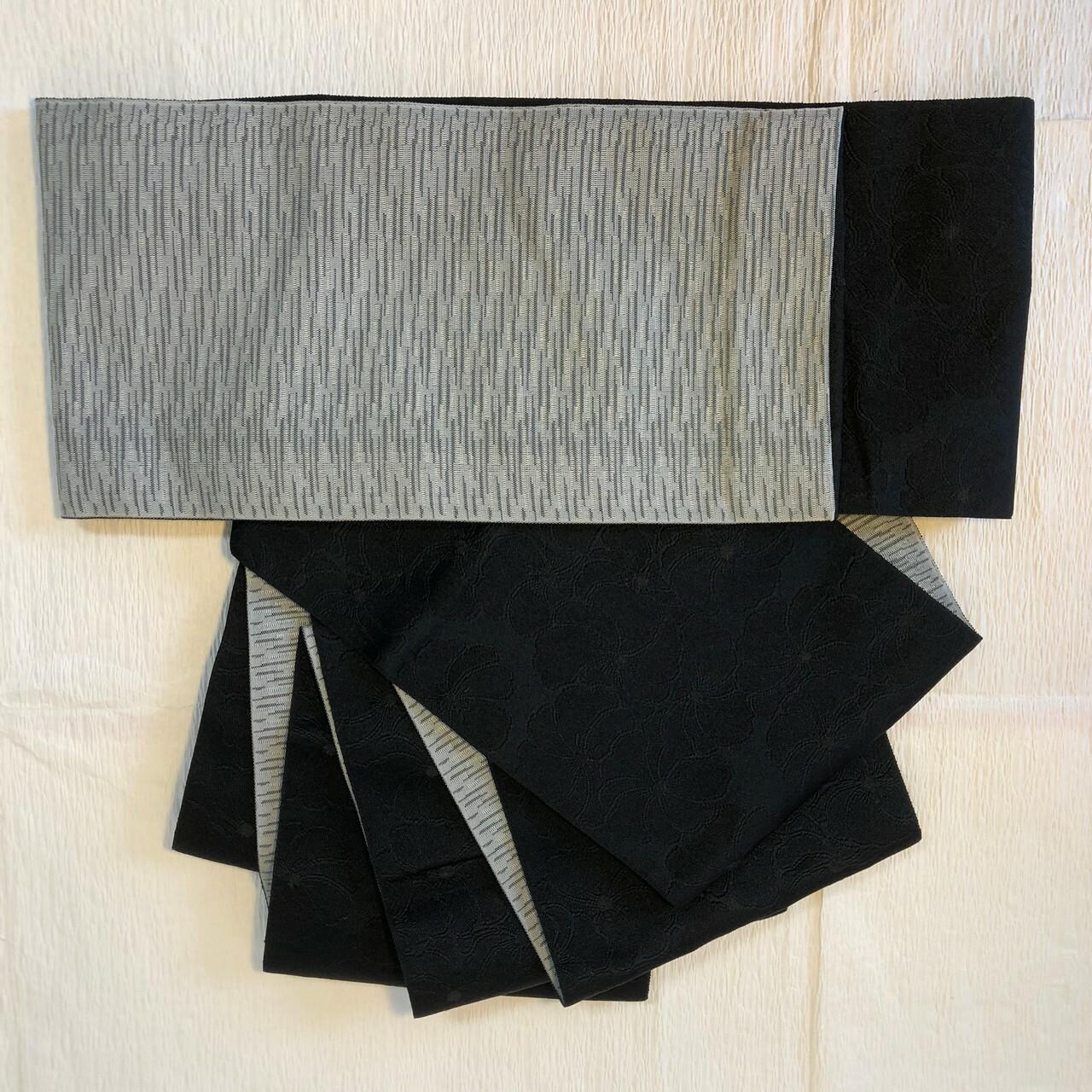 【アウトレット新品】リバーシブル半幅帯 化繊 花柄織出し 黒×薄グレー