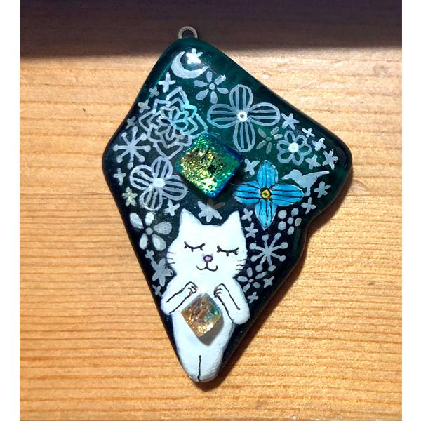 お花と星と白ネコのネックレス(大)
