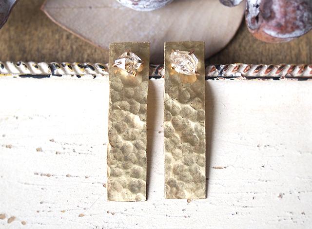 原石のハーキマーダイヤモンドと真鍮の四角ピアス