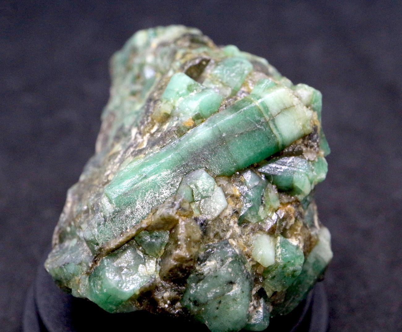 エメラルド 原石 標本 鉱物 55,8g ED024 ベリル 緑柱石
