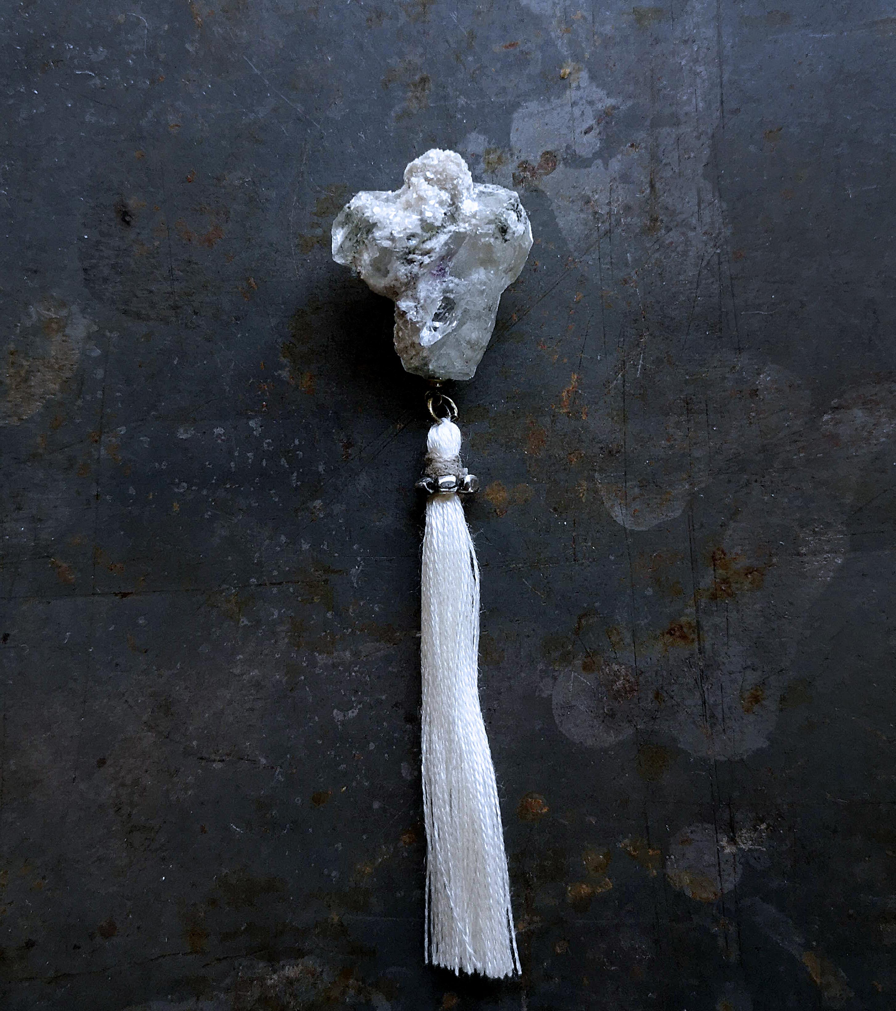 蛍石と雲母のブローチ