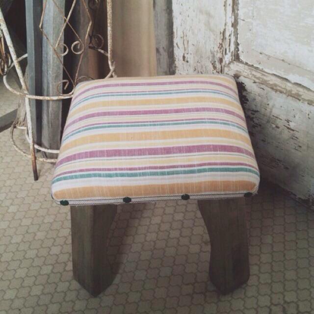 wood market 背の低い椅子 ピンクボーダー正方形