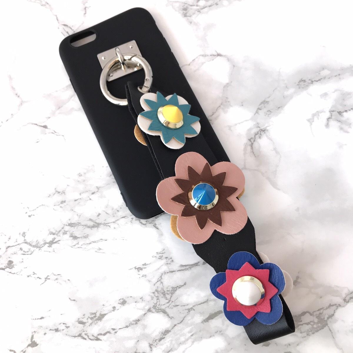 【即納★送料無料】ブラックソフトケース&お花フラワーのスタッズ ストラップ付 iPhoneケース