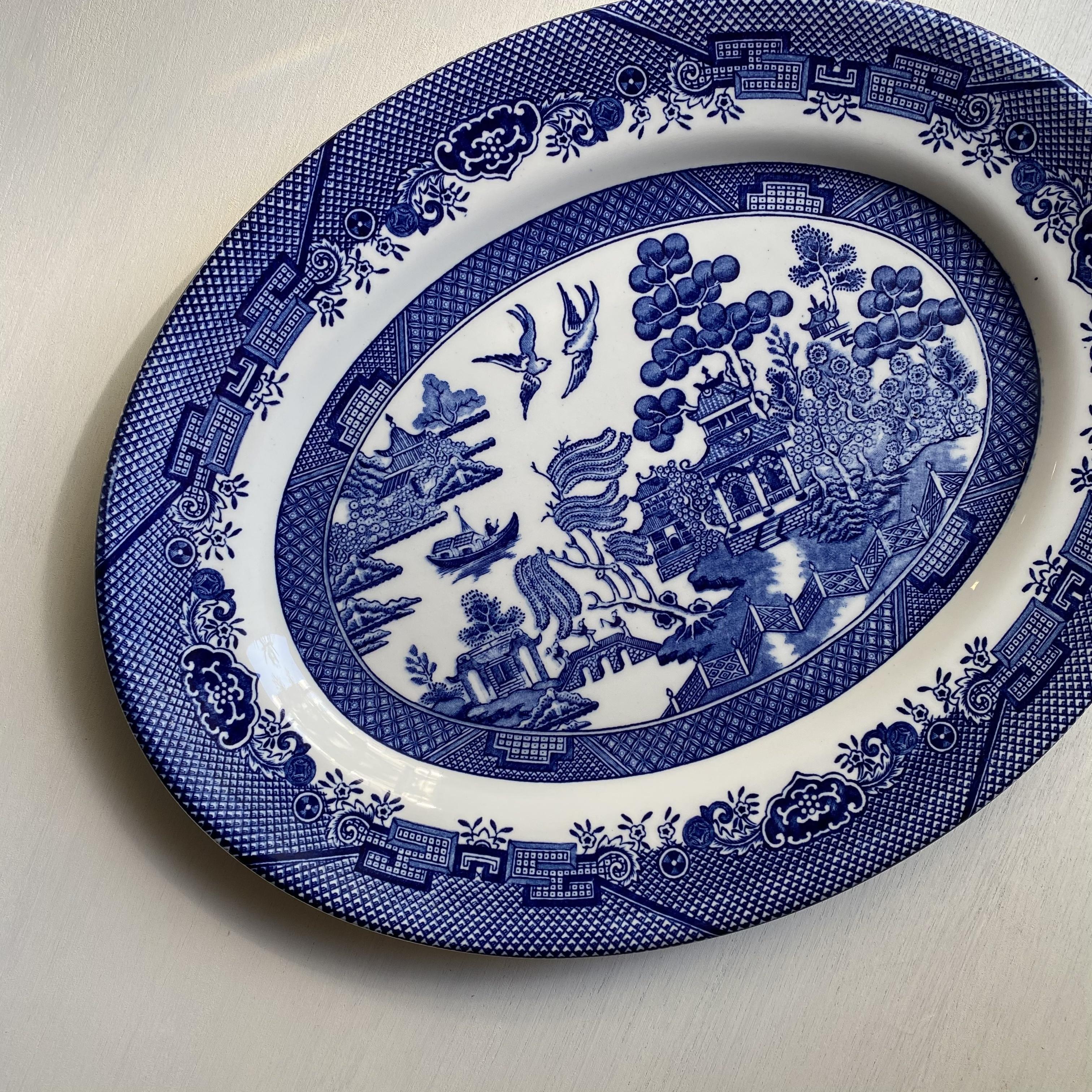 ウィロー柄のしっかりとしたオーバル皿