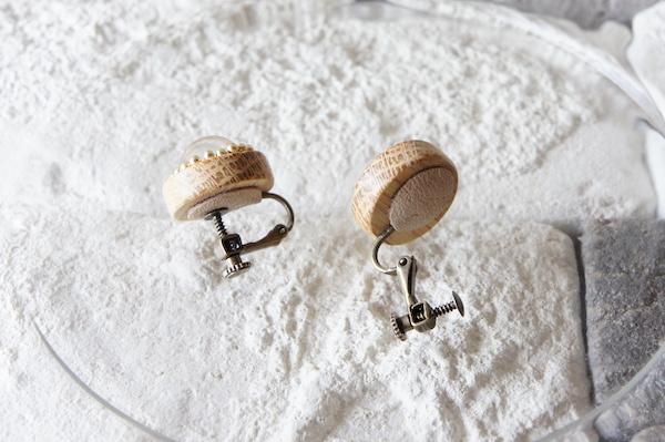 """木のいろ、ガラスドームの耳飾り """" bulle de savon 01-R """" - なら×ゴールド イヤリング"""