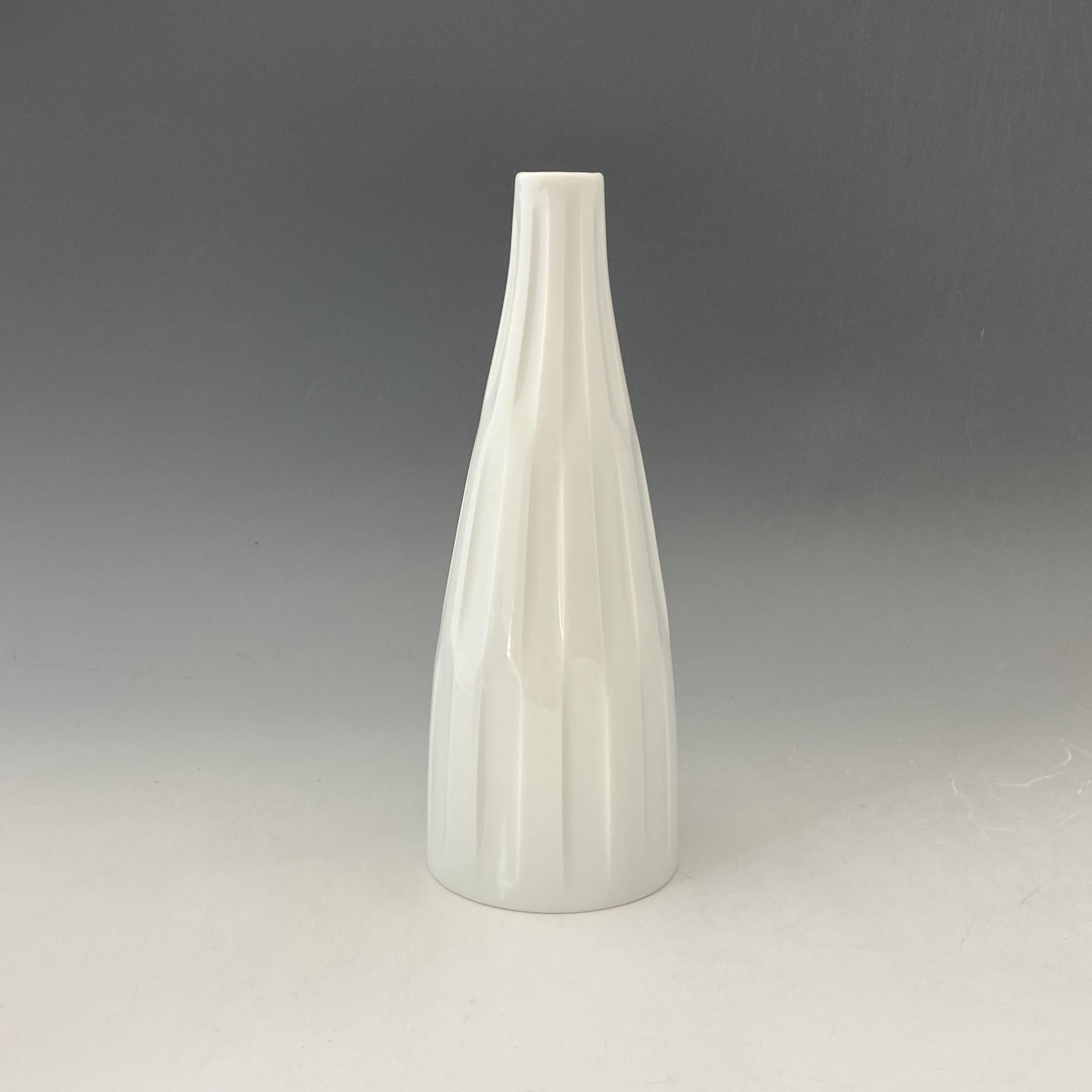 【中尾純】白磁線彫花器