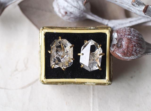 はな様オーダー 原石のダイヤモンドクォーツのピアス