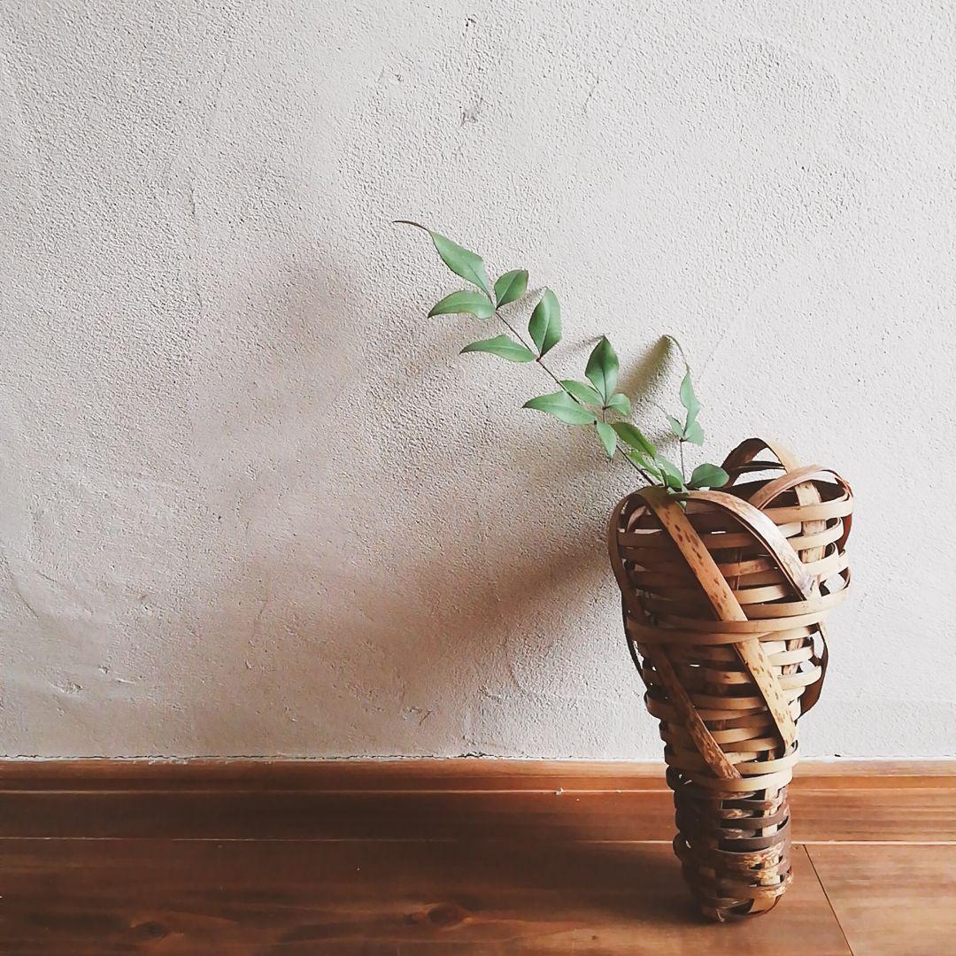 古い壁掛け花籠
