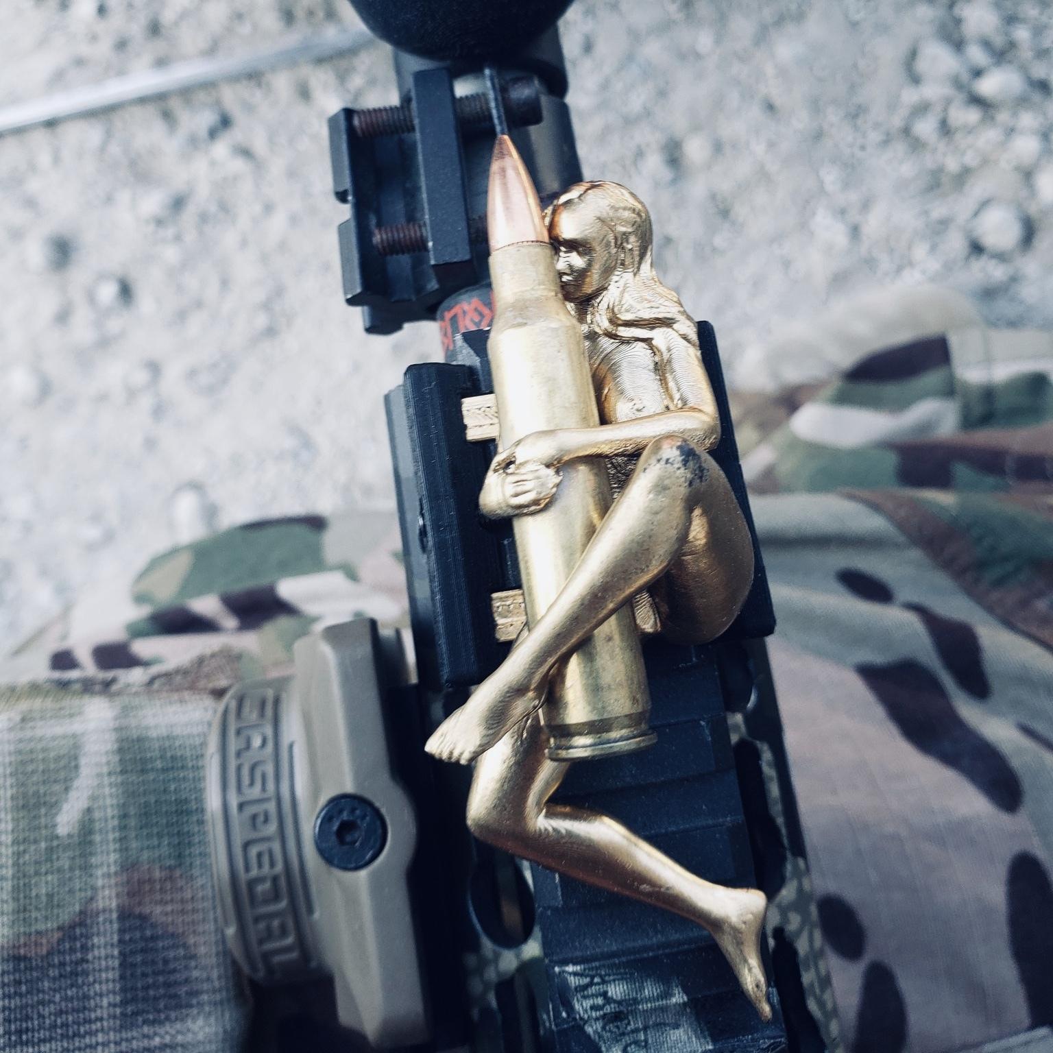 レイルフィギュア  弾を抱く女