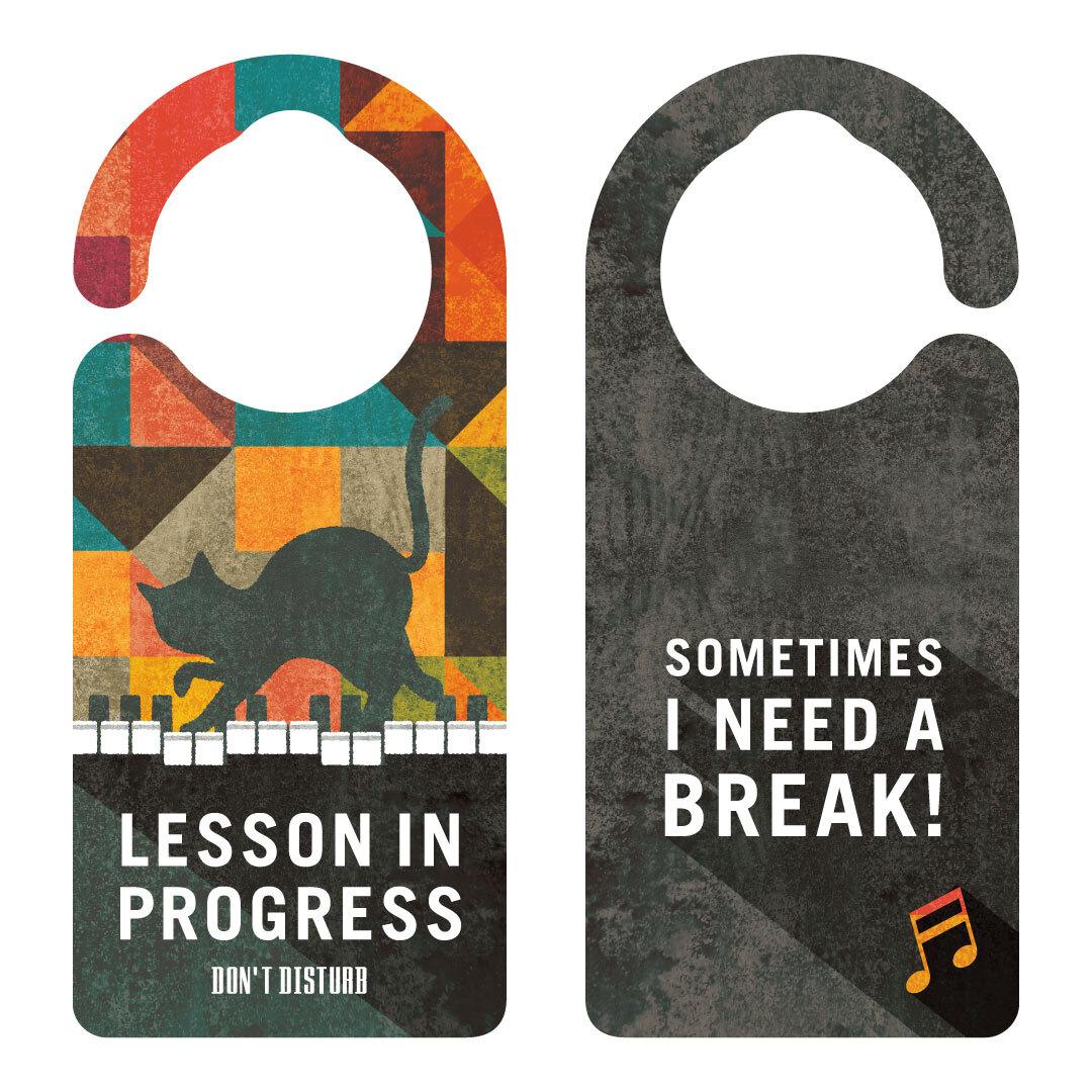 【新形状】LESSON IN PROGRESS 練習中 ピアノとネコ[1132] 【全国送料無料】 ドアノブ ドアプレート メッセージプレート