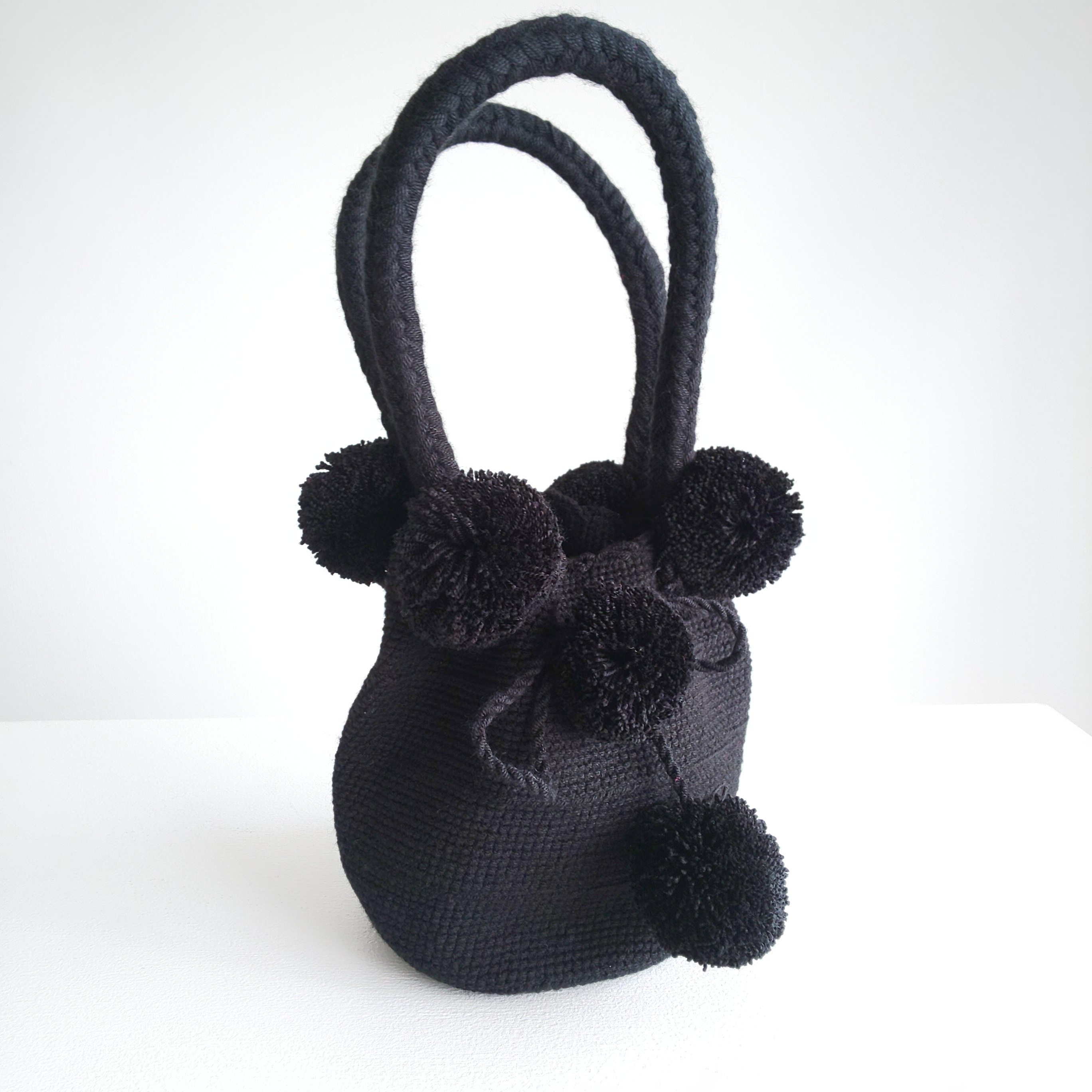 Handmade pom poms bag -black