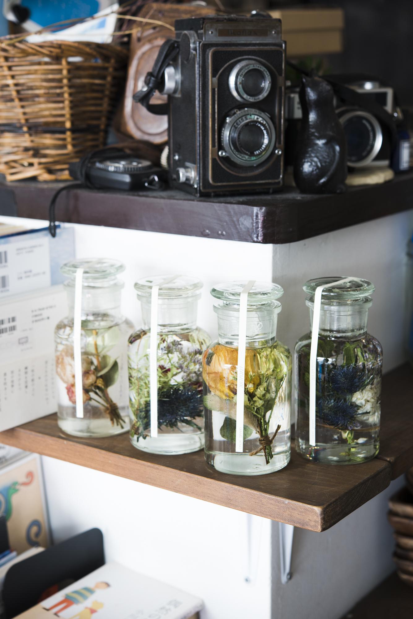 [書籍]『ハーバリウム―美しさを閉じこめる植物標本の作り方: お手入れ不要、長く飾って楽しめる花の雑貨』 - 画像3